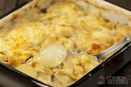 Receita de Batatas com molho branco e queijo gratinado em receitas de legumes e verduras, veja essa e outras receitas aqui!