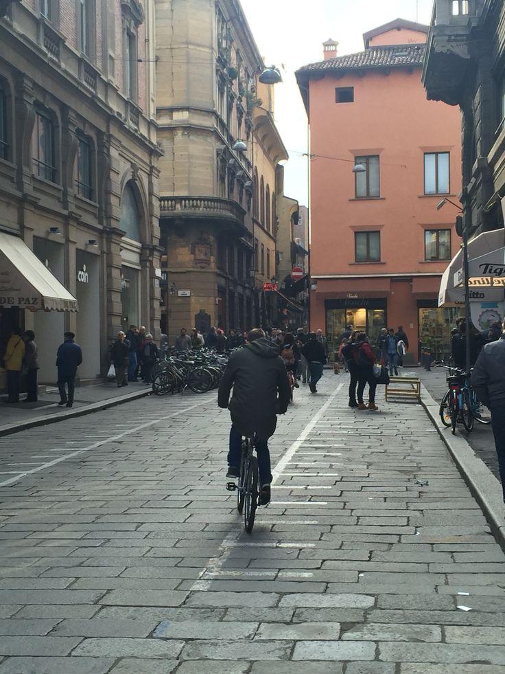 """Bologna,Via Calzolerie ,alle porte del famoso  """"quadrilatero """""""