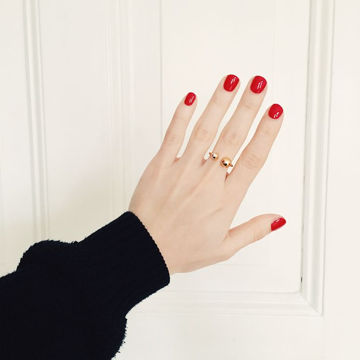Great combo Foxycheeks: Red nail polish and our two planet ring.