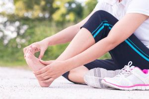 What is the Difference Between a Sprain and a Fracture?