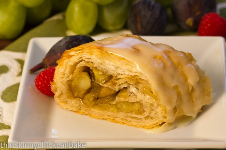 Apple Strudel with White Chocolate Drizzle @That skinny chick can bake!!!White Chocolates, Chocolateparti Liz, Drizzle Chocolateparti, Skinny Chicks, Chocolates Drizzle, Chocolates Parties, Apples Strudel, Chocolateparti Apples, Art Apples