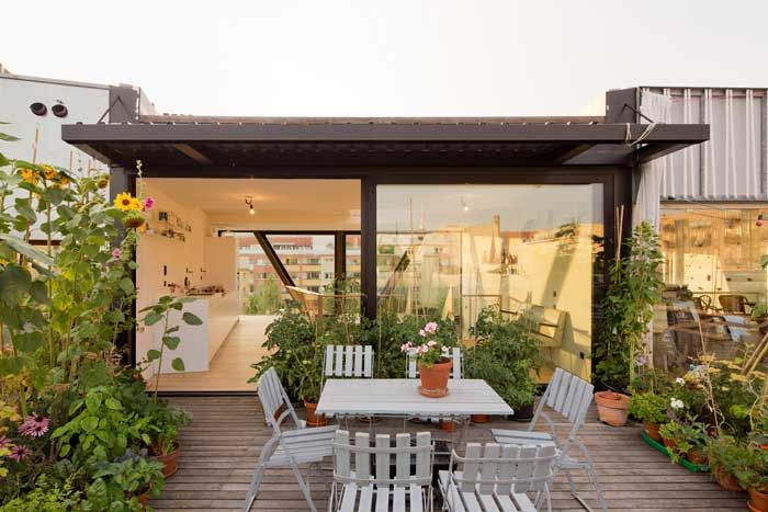 Rooftop garden at B14 townhouse Berlin by XTH-Berlin. Photos Andreas Meichsner.