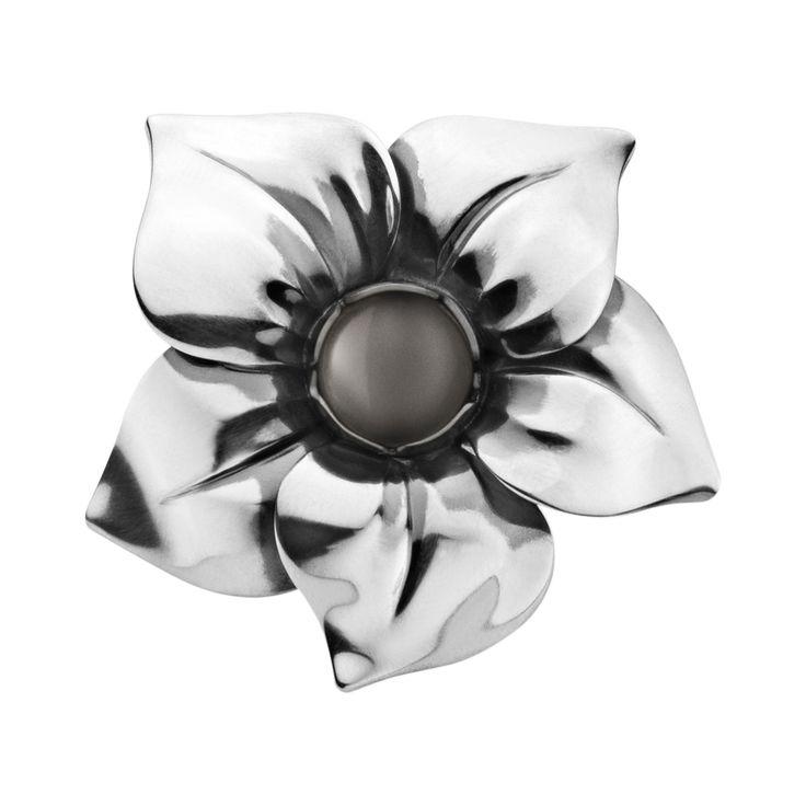 FLOWER ring - sterlingsølv med grå månesten - 2500 kr. http://www.georgjensen.com/da-dk/smykker/ringe/flower-ring-sterlingsoelv-med-graa-maanesten_3559380