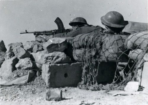 Czechoslovak soldiers man a Bren machinegun. Tobruk, Libya. 1941.