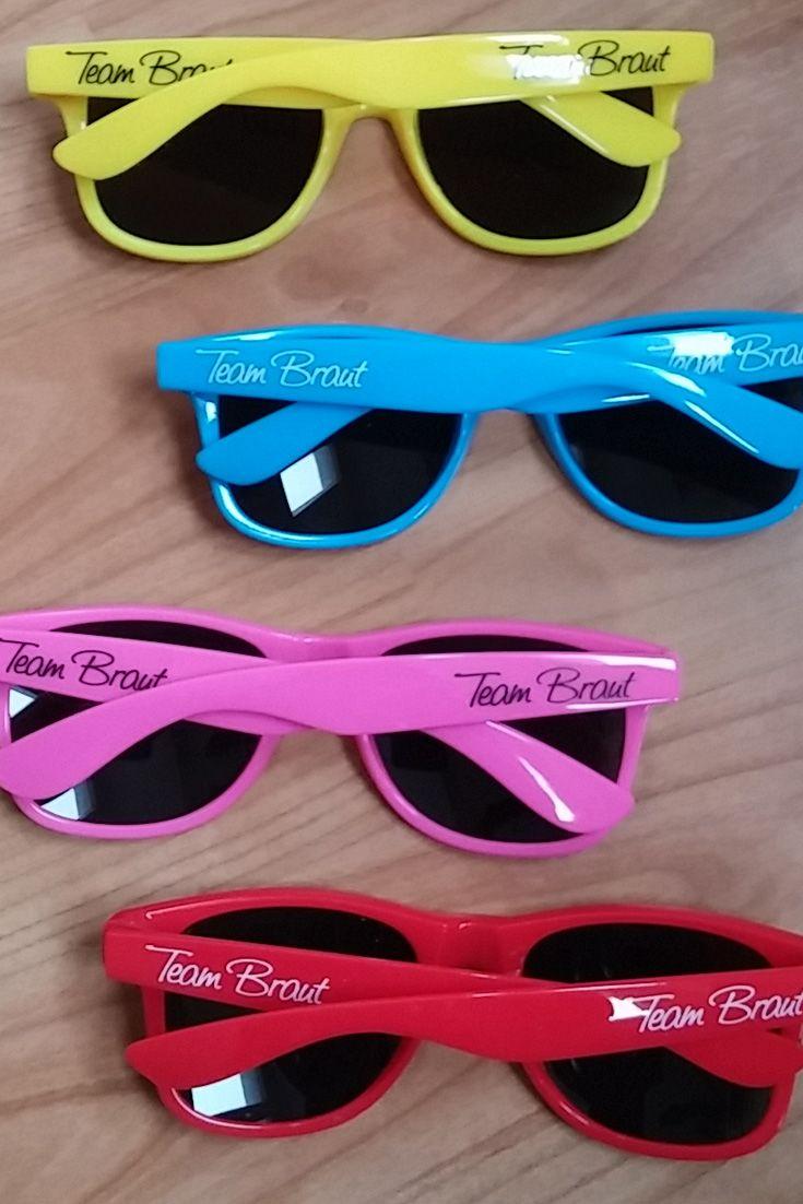 Fun-Brillen sind das i-Tüpfelchen eines jeden JGA-Outfits. Die Brillen sowie weitere Inspirationen für den Junggesellinnenabschied, Bridal Shower & Polterarbend findet ihr in unserem Online Shop.