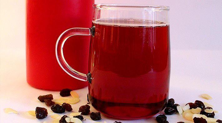 Low Carb Rezept für leckeren Cranberry Weihnachtspunsch. Wenig Kohlenhydrate und einfach zum Nachkochen. Super für Diät/zum Abnehmen.