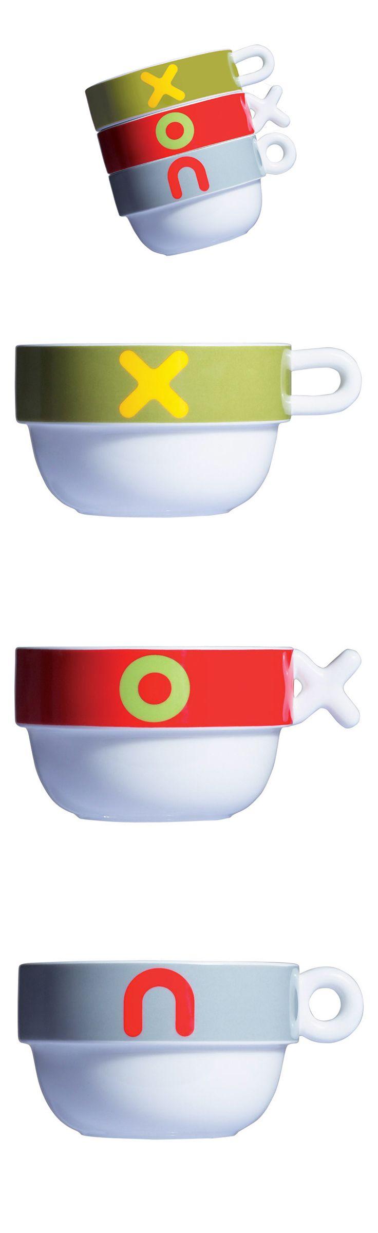 295 Kč,  VICE VERSA Mayday Jumbo Cup - porcelánový šálek.  Stohovatelný porcelánový šálek vyráběný ve třech barvách a se třemi různými oušky.