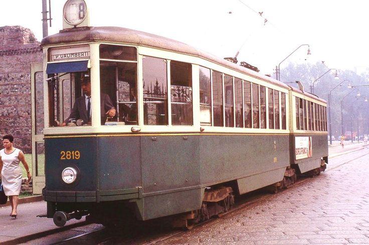 I tram come li ricordo da bambino. Qui in via XX Settembre.