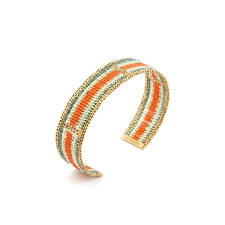Du fil de coton et du métal doré pour sublimer un délicat tissage de perles  du Japon orange et dorées. Ce bracelet Satellite est exemplaire ! Un bijou  ... 238d99c8c0e5
