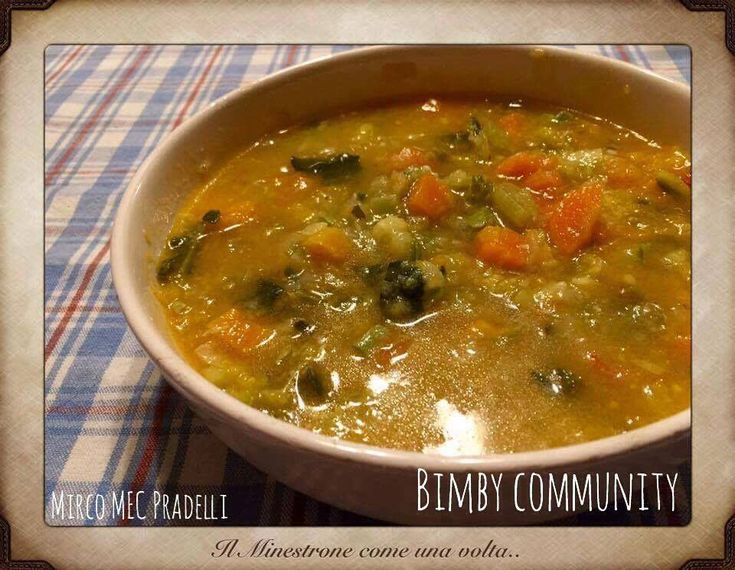 Minestrone, zuppa di verdure miste fresche, ideale per pranzi e cene invernali, ma servito tiepedo o freddo si presenta perfetto anche in primavera o estate