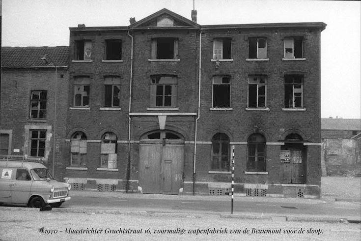 1970 - Maastrichter Grachtstraat 16, voormalige wapenfabriek van de Beaumont voor de sloop