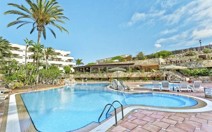Upea, vain aikuisille tarkoitettu hotelli, josta on kävelymatka keskustaan ja rannalle. Täällä on kaikki mausteet hyvälle lomalle; on lämmitetty uima-allas, vehreä puutarha ja hieno ravintola. Aamuisin hotellilta on kuljetus upeille hiekkadyyneille. Ota eväät mukaan ja nauti päivästä Espanjan Karibialla. Siistejä kahden hengen huoneita ja valoisia, tilavia superior-huoneita. www.apollomatkat.fi