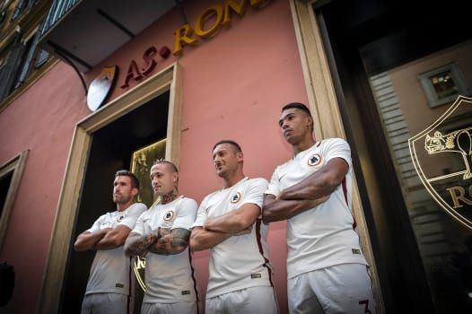 Rome's famous shopping road, Via del Corso, was brought to a standstill on Thursday afternoon as crowds turned out to watch Roma stars model the club's new kit