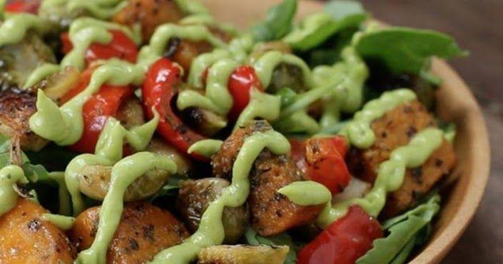 Cantinho Vegetariano: Salada de Vegetais Assados com Molho de Abacate (vegana)