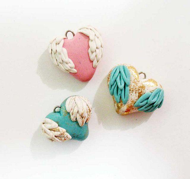 polymer clay hearts. Corazones alados arcilla
