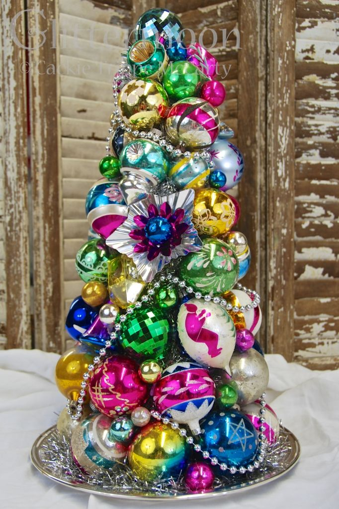 SCOTT'S TOPIARY ©Glittermoon Productions LLC     Great inspiration for DIY: Antiques Christmas, Scott Topiaries, Glittermoon Products, L'Wren Scott, Topiaries Glittermoon, Christmas Trees, Vintage Christmas Ornaments, Products Llc, Baubles Trees