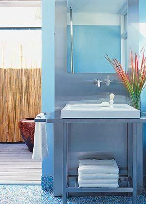 Small Bathroom 8: Minimalist Style