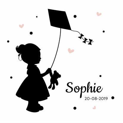 Trendy geboortekaartje van een meisje met een vlieger er een beertje in haar hand, verkrijgbaar bij #kaartje2go voor €1,89