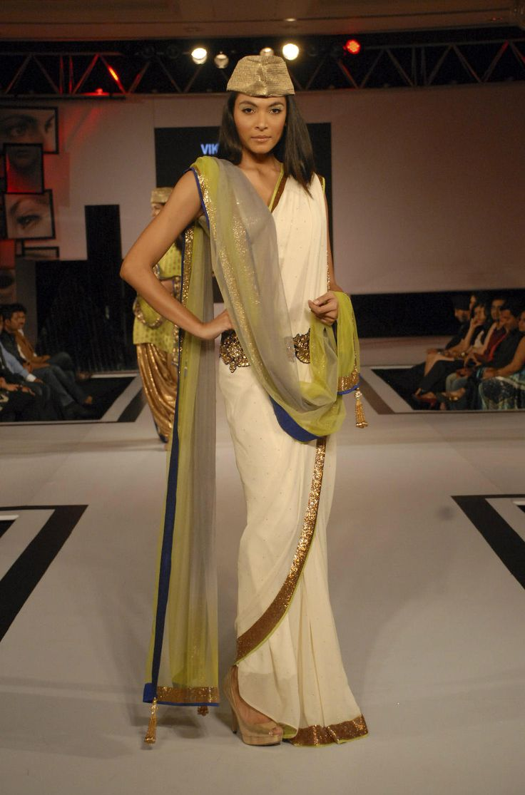 Return to the classic couture! Vikram Phadnis helps Old-school glamour find a new stage at BPFT2012.