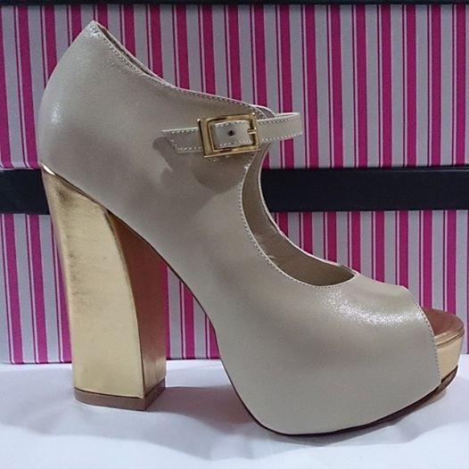 Marf Zapatos / Modelo Guadalupe con taco curvo nude y oro