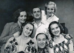 Světla Svozilová (vlevo nahoře) s dalšími hereckými kolegy, pod ní Adina Mandlová-Foto: Archiv Světly Svozilové