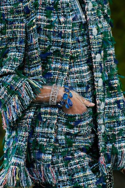See detail photos for Chanel Spring 2018 Ready-to-Wear collection.
