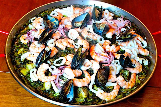 How to prepare a classic Spanish paella recipe with fresh seafood including shrimp, squid mussels and rice.