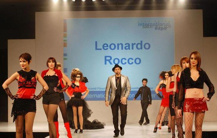 E poi… l'esperienza-colore! La pedana diventerà un vero e proprio palco per Leonardo Rocco in modo da  mostrare agli ospiti le ultime, fondamentali tecniche colore da poter perfettamente declinare nel proprio salone per ottenere due effetti...