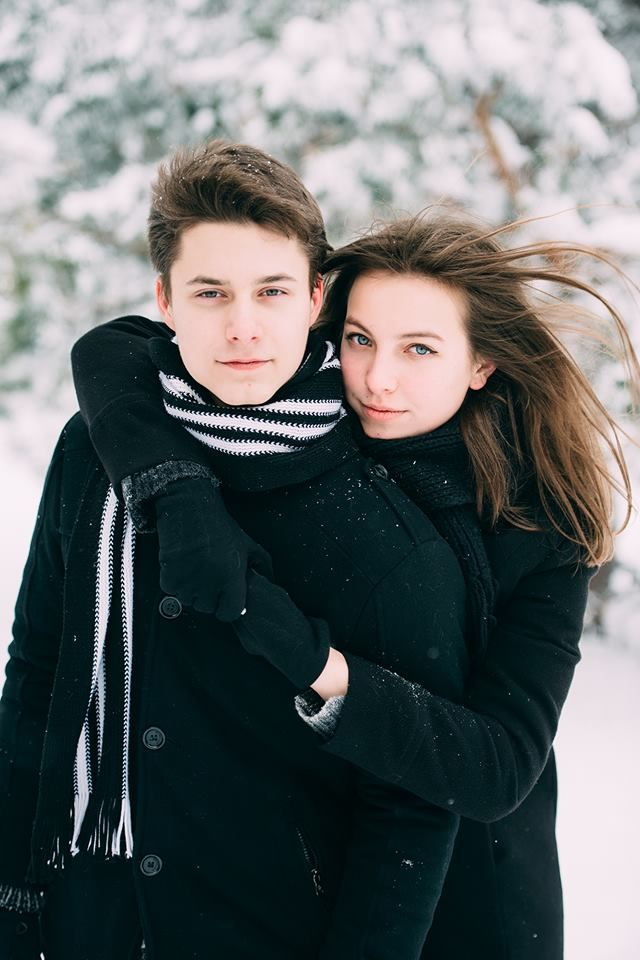 Зимняя фотосессия для влюбленных. couple winter photoshoot ideas winter engagement photoshoot winter couples Snow couple photography
