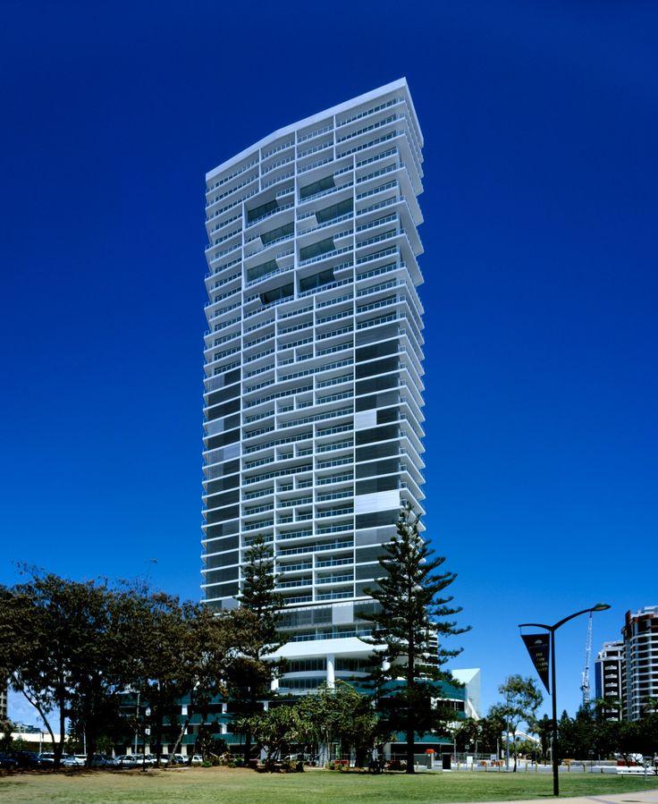 Air Apartments, Broadbeach, Gold Coast, Queensland, Australia / Ian Moore Architects