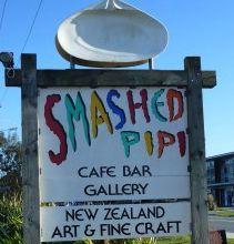 Mangawhai Art. Smashed Pipi Gallery and Cafe www.smashedpipi.co.nz www.mangawhaiartists.co.nz
