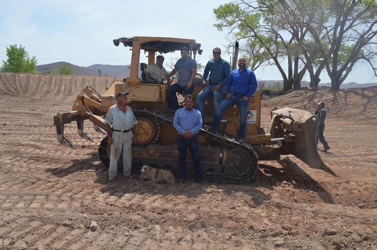 Inició el programa de rastreo y construcción de presones, rehabilitación de caminos rurales, entre otros trabajos en Ejido Hidalgo, subsidiando el costo...