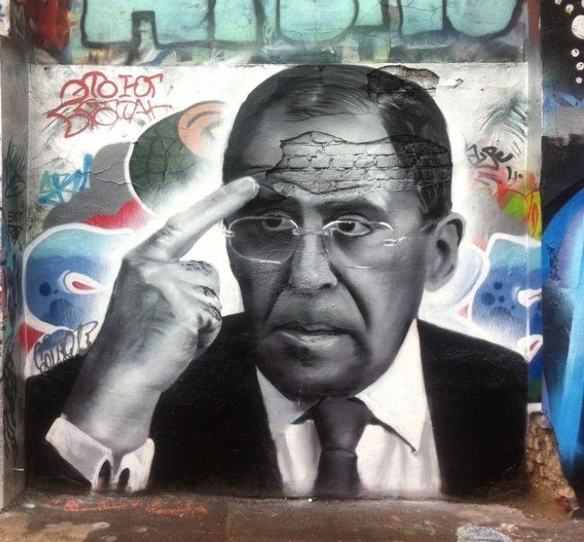 Столичный стрит-арт художник Даниил Суднев нарисовал граффити-портет главы МИД России Сергея Лаврова недалеко от станции метро «Менделеевская».Таким образом художник решил поздравить министра иностранных дел с 67-летием.