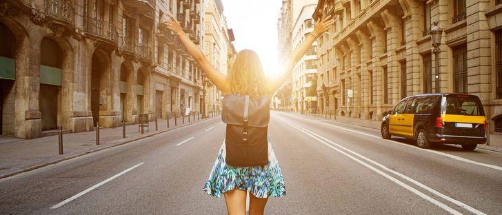 Cuando decides estudiar una carrera en la universidad, son muchos los momentos y las emociones que se consiguen vivir durante los cursos de estudio. Conocer mucha gente nueva, con tus mismas inquietudes, punto de vista, vivir experiencias únicas de tensión, trabajo e, incluso, diversión. Pero, a todos los que han estudiado en la universidad les ha llegado ese momento de pensar ¿Y si me voy de Erasmus?
