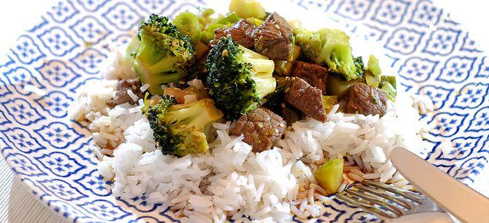 roergebakken biefstuk met broccoli en rijst. Een snelle en gezonde hap, hier mijn recept.