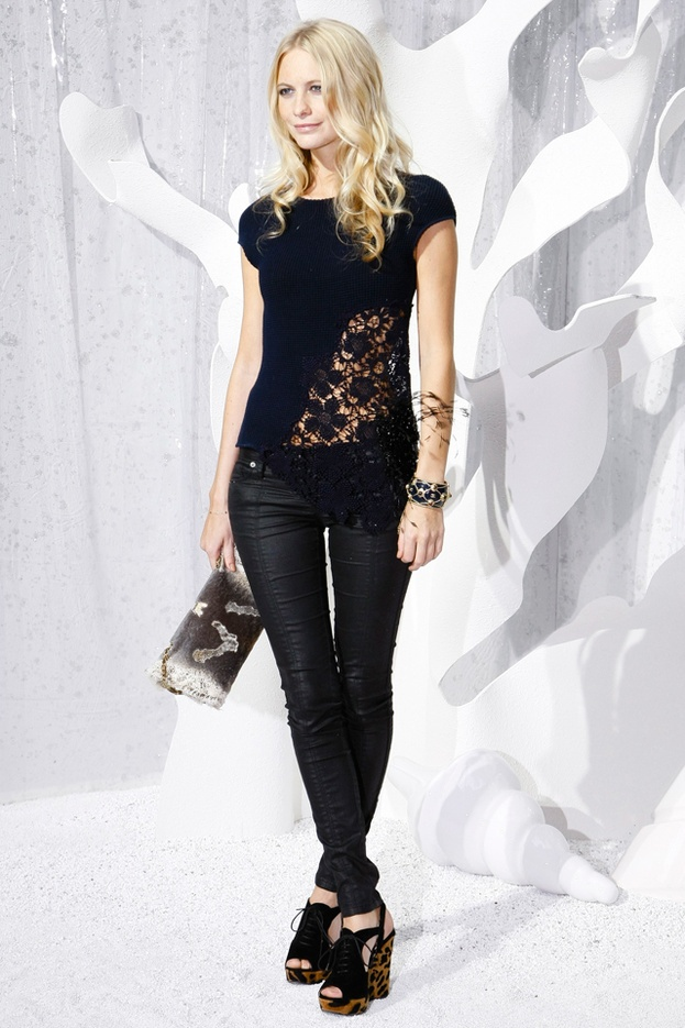 Poppy Delevingne en Leather by Chanel