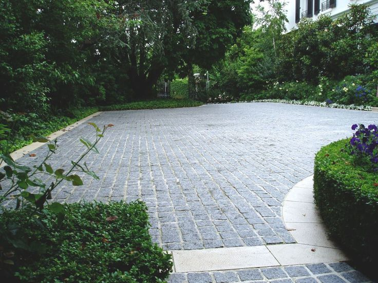 Eco Outdoor Detail View Of Buffalo Granite Split Face Cobblestone Driveway.  Eco Outdoor | The