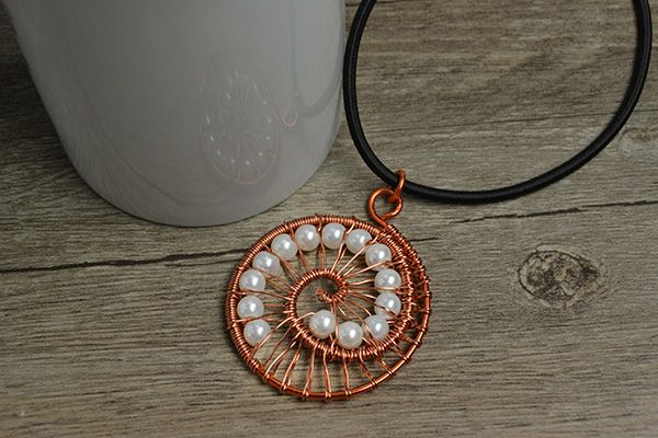 final look of the wire wrapped pendant necklace
