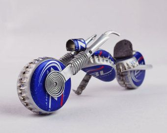 Bud Lite Redneck Chopper, purdy gift fer motorcycle lovers, made outta beer caps