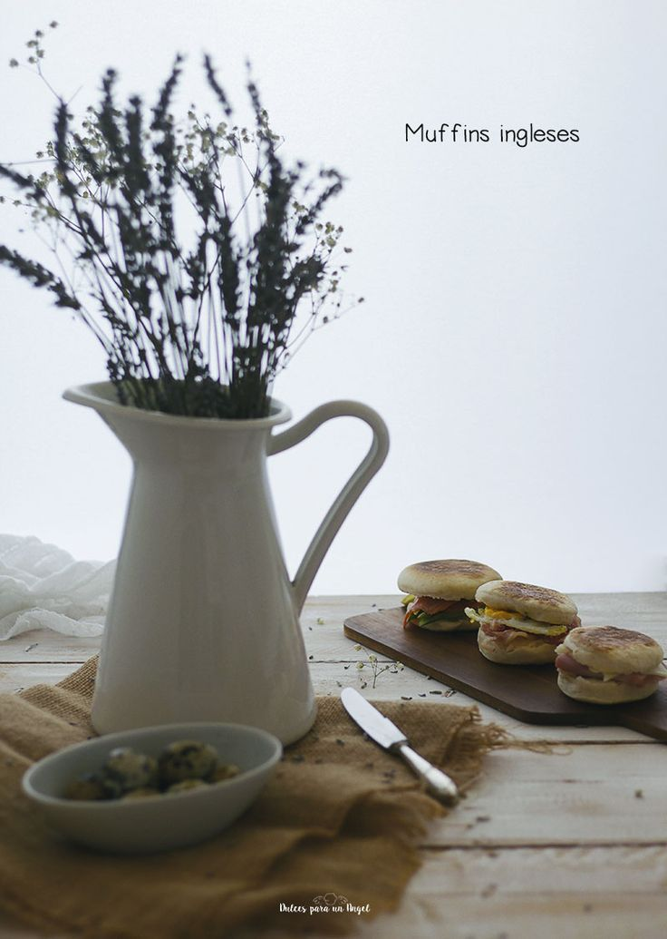 Otra parada en las vacaciones de verano para compartir esta estupenda receta apta para desayunos o cenas informales. Se trata de unos muffins ingleses que según wikipedia son también conocidos como…
