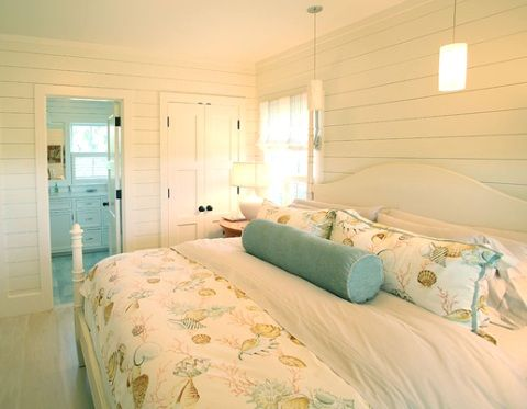 The 25 best coastal bedrooms ideas on pinterest beach style headboards cozy bedroom decor - Serene traditional cottage in natural theme ...