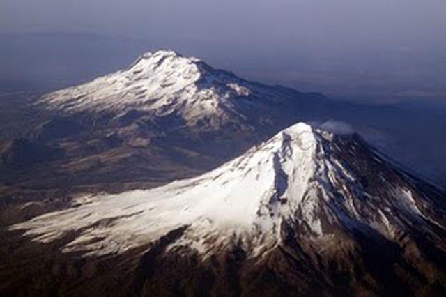 La leyenda de los volcanes Iztaccíhuatl y Popocatépetl cuenta con múltiples versiones, todas ellas buscan dar explicación a la presencia de los volcanes en el Valle de México. En la leyenda de México…