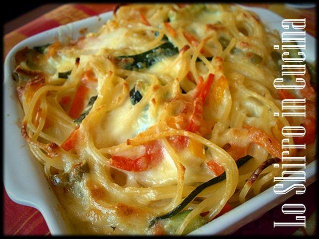 Frittata di spaghetti al forno - Variante della ricetta tradizionale napoletana per utilizzare spaghetti avanzati,  arricchita da verdure e cotta al forno