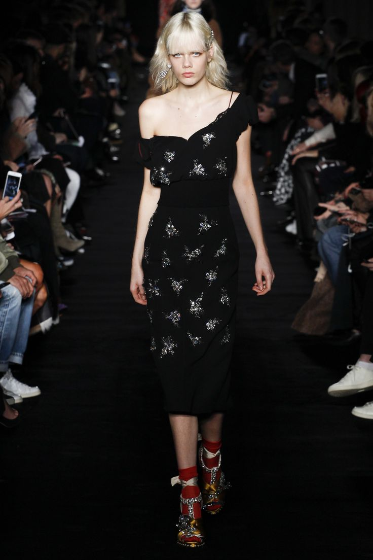2017 05 fashion jersey dress - 21 Fall 2017 Ready To Wear Fashion Show Marjan Jonkman