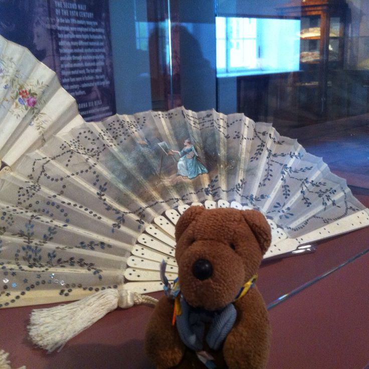 Friedeltje at the Mikkel Museum Tallinn. He loves the fan exhibition and wanted to be portrayed in front of a 19 century French fan with a female painter.