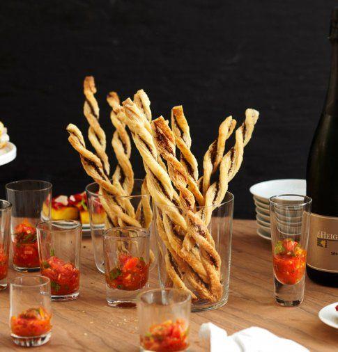 Tapenade-Stangen mit Tomaten-Salsa - Rezepte für den Sektempfang - 10 - [ESSEN & TRINKEN]