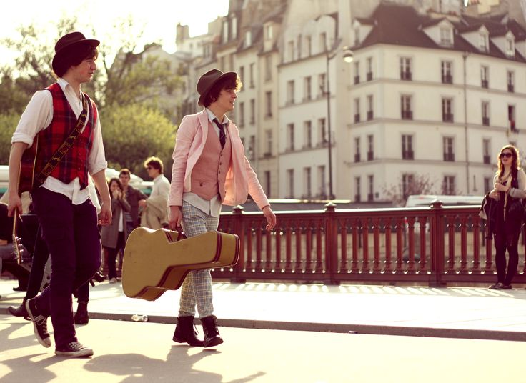 Street Photography in Paris. Two musicians and a girl.