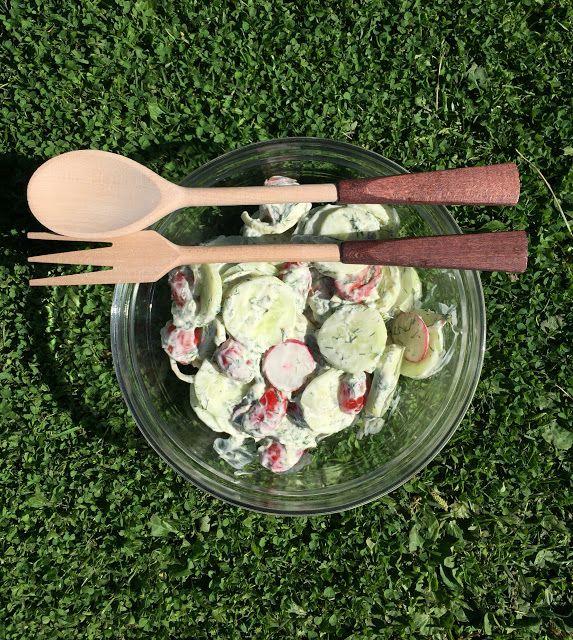 Saunailta ja salaattia tekee mieli. Kasvihuone ja kasvimaa puskee kaikenlaista syötävää ja salaattiohjeita on kiva selaill...