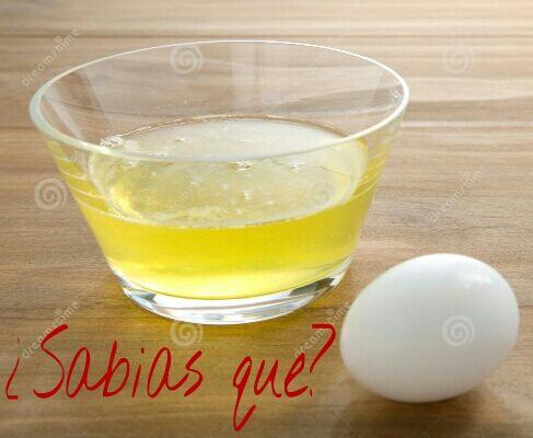 En más de medio huevo encontramos 6 g de proteína, de hecho, estas proteínas provienen de la clara. La clara de un solo huevo nos aporta 4 g de proteína, sin la grasa y otros detrimentos que están en la yema.