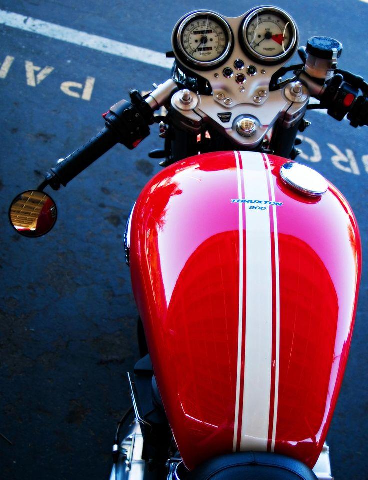 Cafe Cockpit - Triumph Thruxton 900 modern Cafe racer